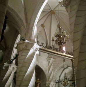 imagen de columnas de la Iglesia de Santiago, Villena