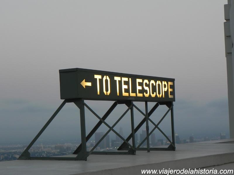 imagen de cartel en el observatorio Griffith, Los Ángeles, California