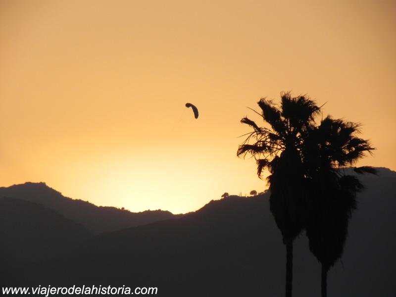 imagen de atardecer en la playa de Santa Mónica, Los Angeles, California