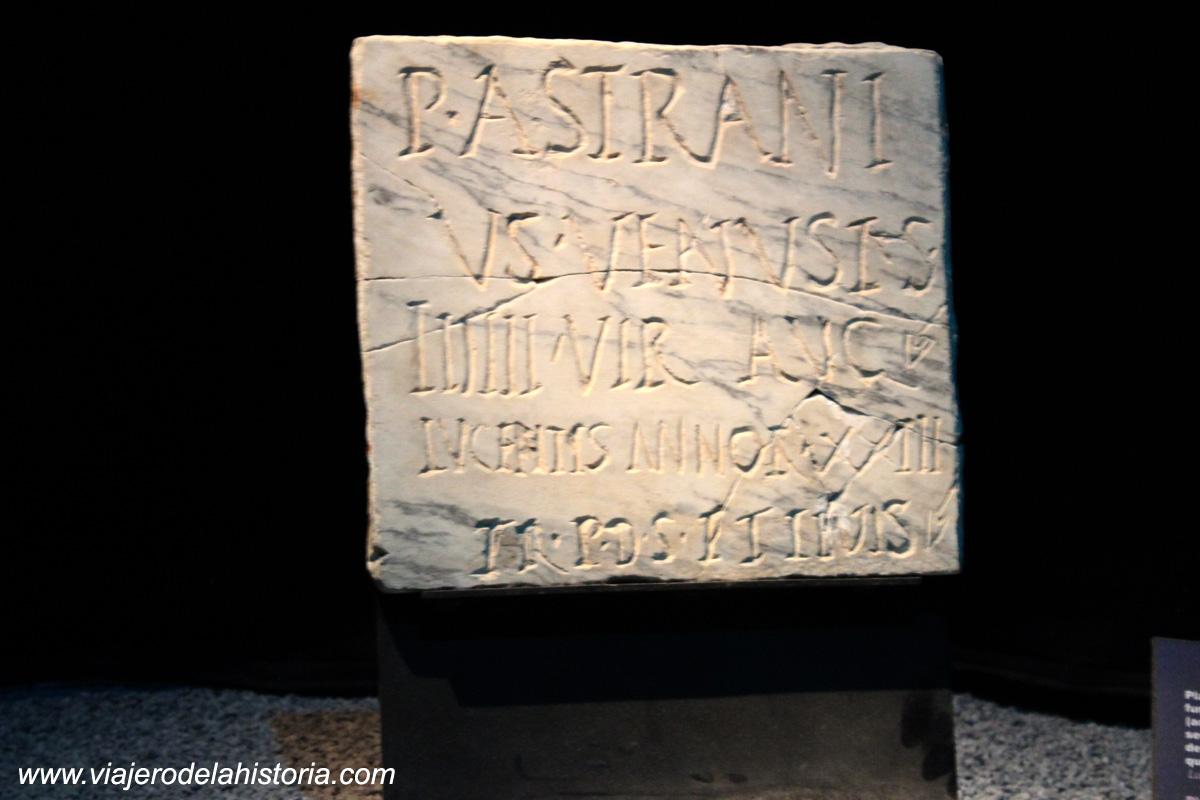 imagen de Inscripción funeraria en mármol, Siglo II DC - MARQ