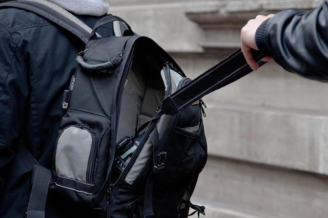 imagen de cuidado con los carteristas