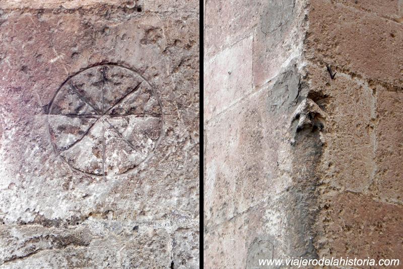 imagne de grabados en la fachada de la Iglesia de Santiago, Villena, Alicante