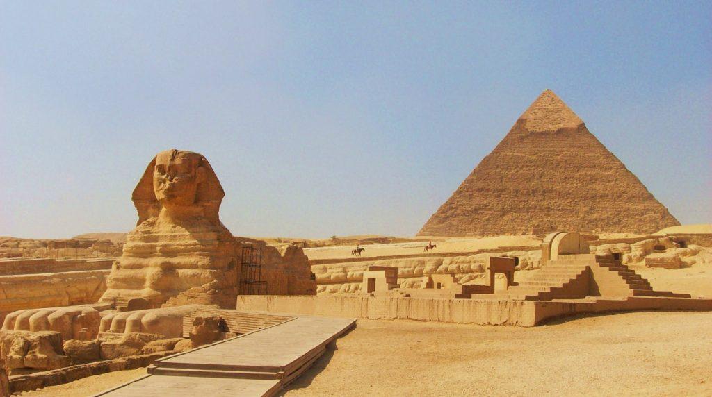 imagen de la pirámide de Keops en Giza