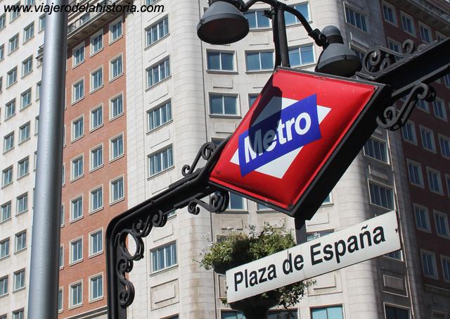 imagen del metro para moverse por Madrid.