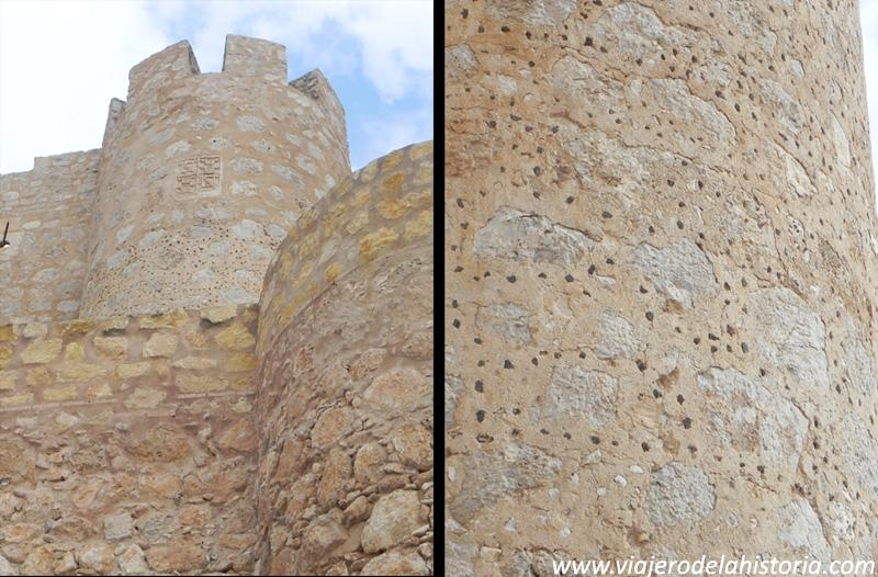imagen de escudo e inserciones metálicas en el castillo