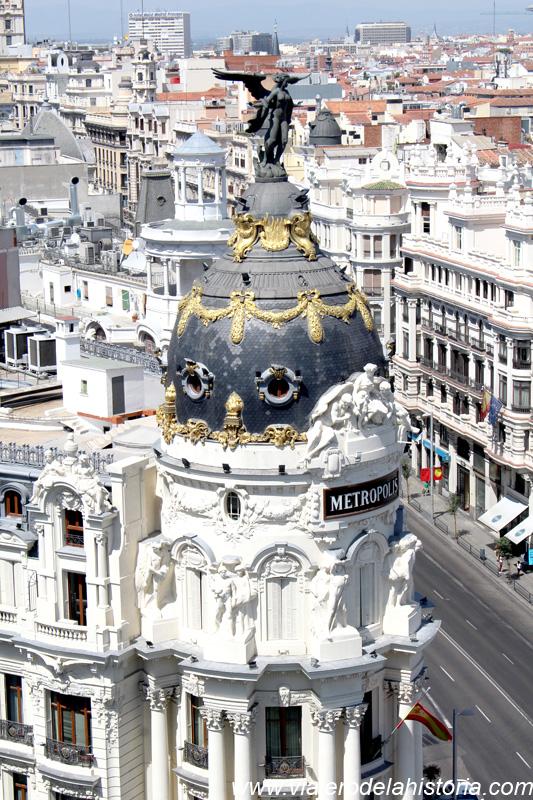 El Edificio Metrópolis desde la azotea del Círculo de Bellas Artes, Madrid, España