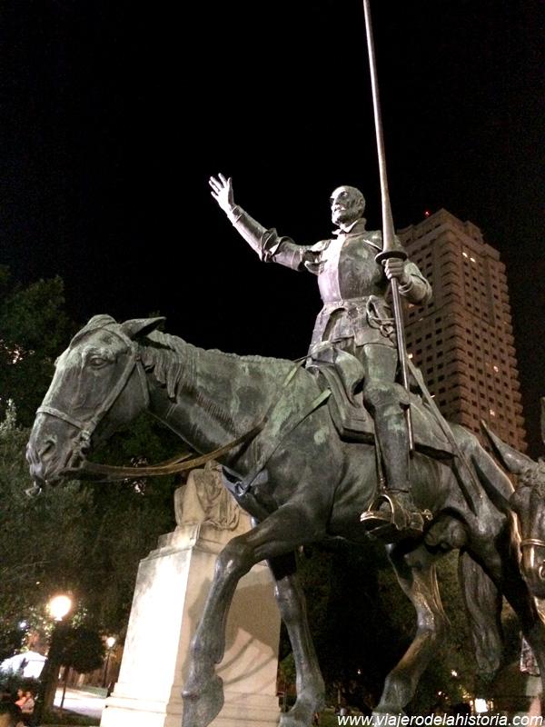 imagen del Quijote en la Plaza de España, Madrid