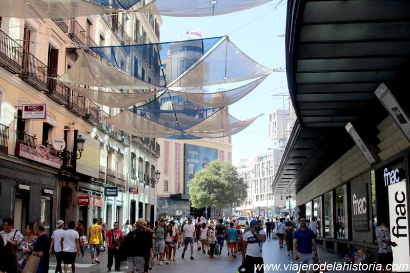imagen de calle Preciados, con la Plaza Callao al fondo