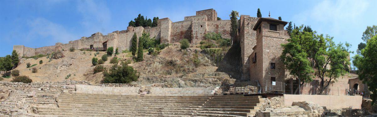 imagen de la Alcazaba de Málaga, vista desde el Teatro Romano
