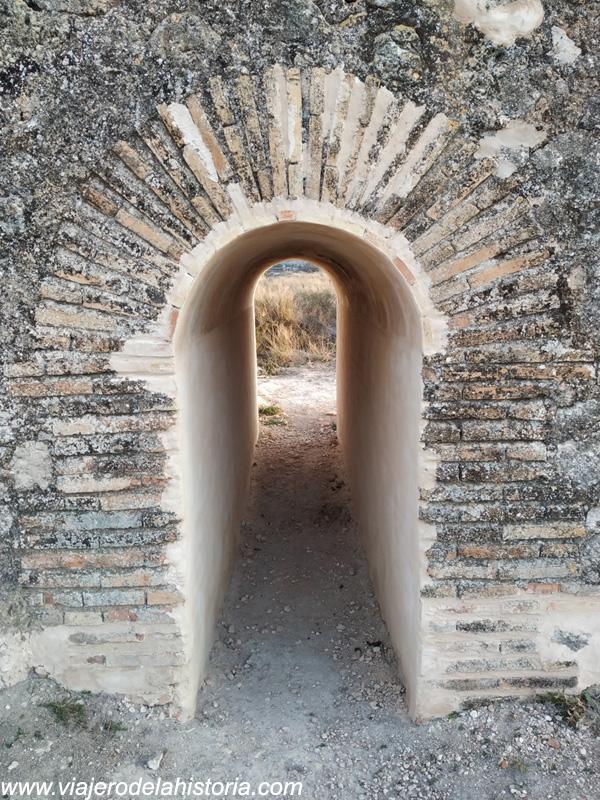 imagen de arco en el Puente de los Espejos Puente del Salero en Villena, Alicante