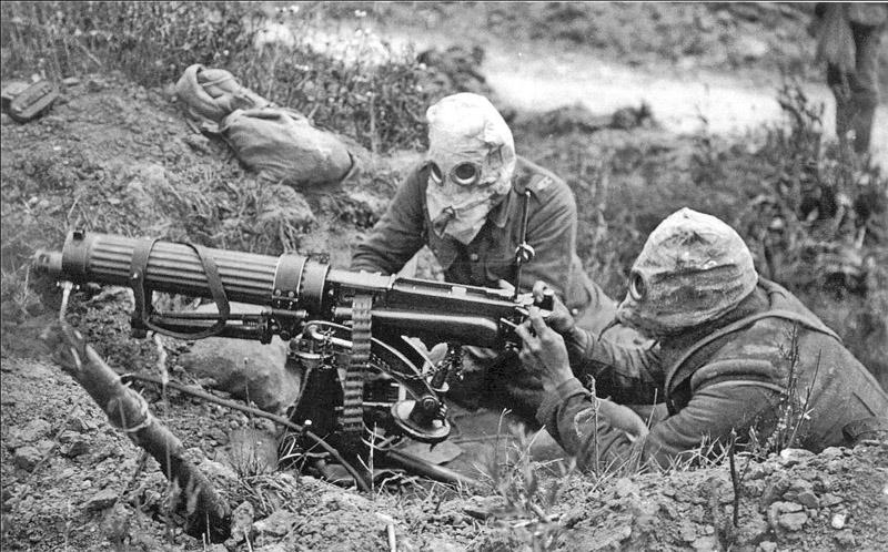 imagen de soldados británicos en la Batalla del Somme. Los dos bandos utilizaron gas mostaza en la Primera Guerra Mundial