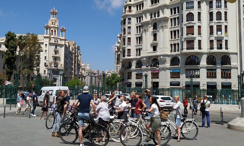 Valencia en bicicleta: estación de trenes
