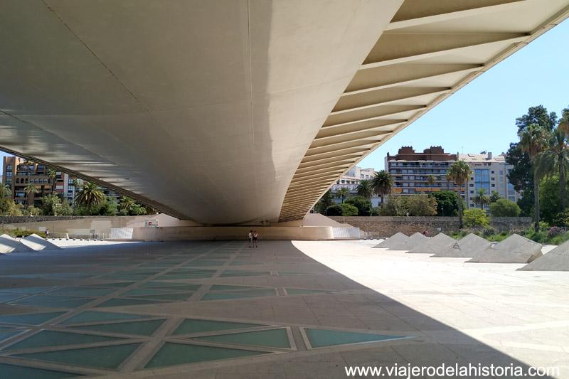A la sombra del Puente de la Exposición