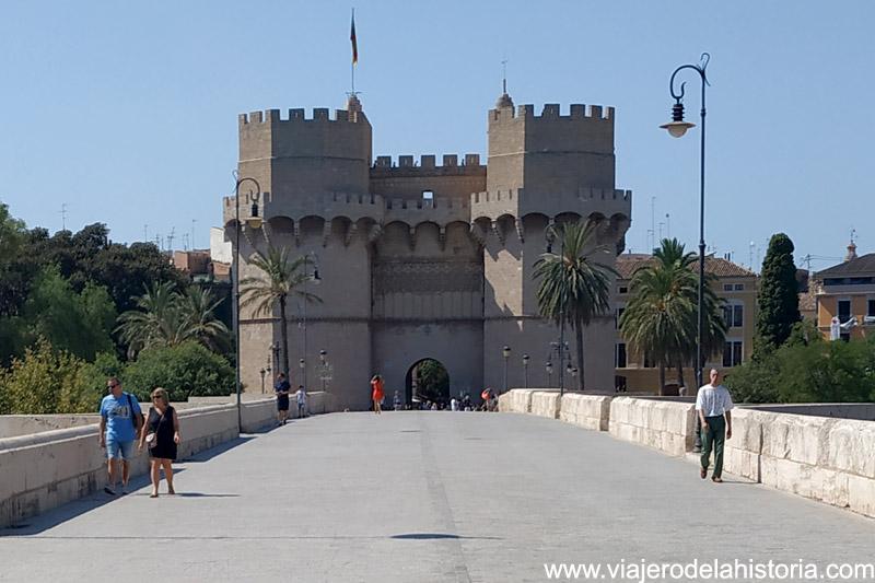 Torres de Serranos vistas desde el puente