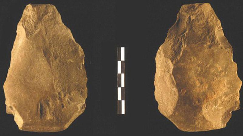 Paleolítico en la Península Ibérica: bifaz achelense de la Cueva Negra, Murcia.