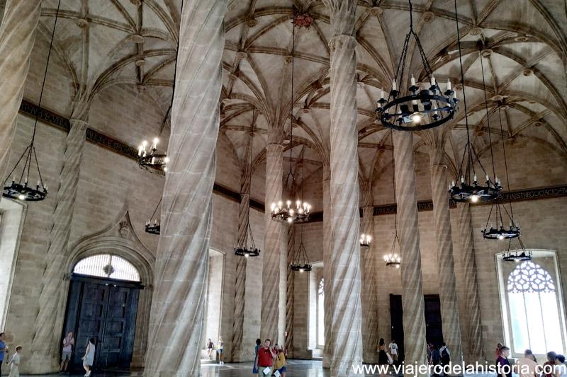 columnas de la Sala de Contratación de la Lonja de Valencia